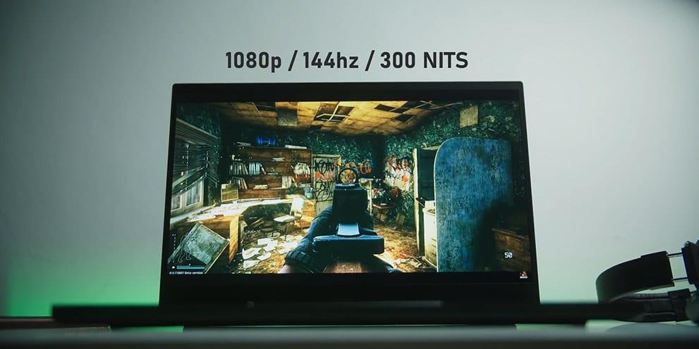 Razer Blade Pro 17 screen brightness 300 NIT
